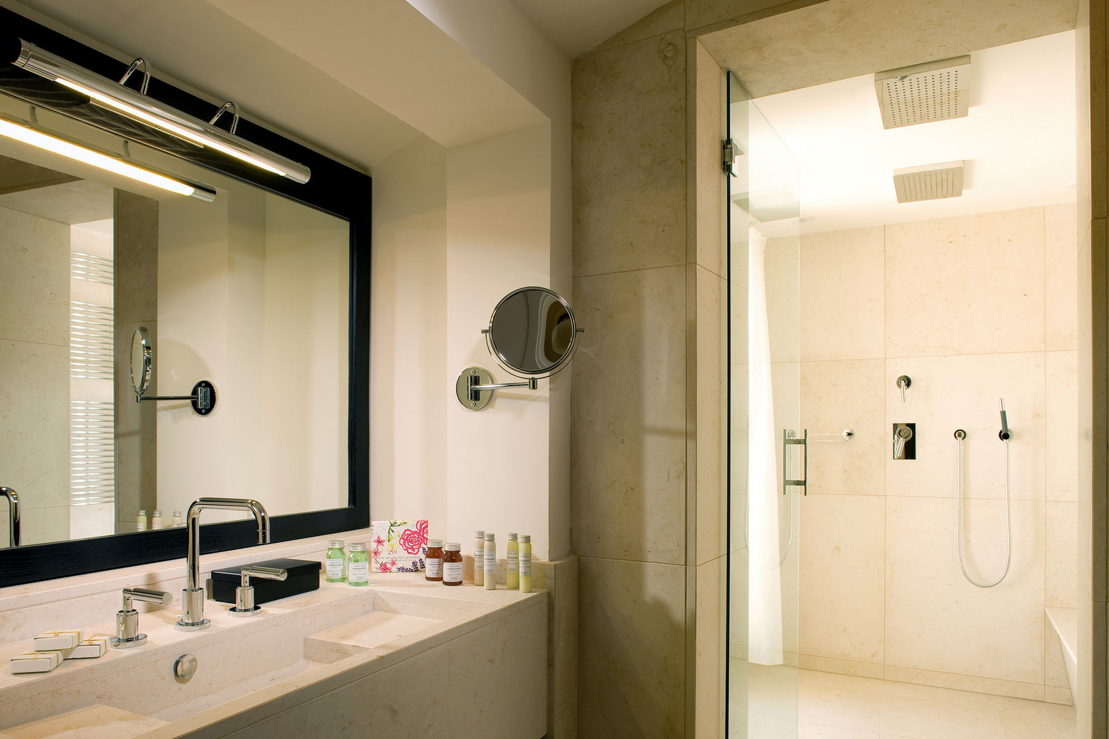 Junior Suite 210 bagno